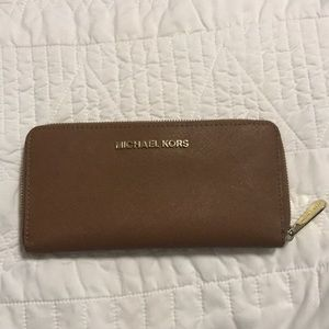 Michael Kors Continental Zip Wallet